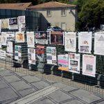 W których miejscach najczęściej wykorzystuje się stojaki na plakaty?